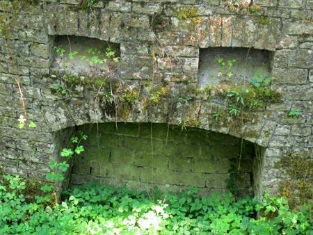 Fort-Benoit-caponnière-double-extérieur-détail_450.jpg