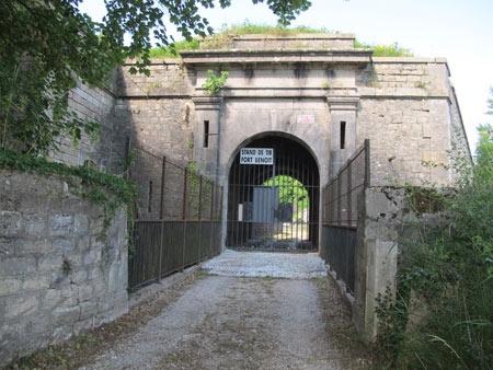 Fort-Benoit_entrée_450.jpg