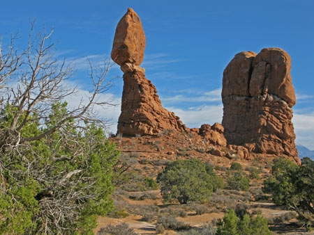 Park Avenue Trail-Balanced-Rock_02.jpg
