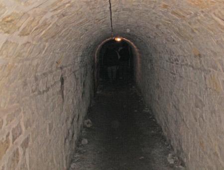 Fort-Benoit_26-couloir-conduisant-aux-postes-d'artillerie-450.jpg
