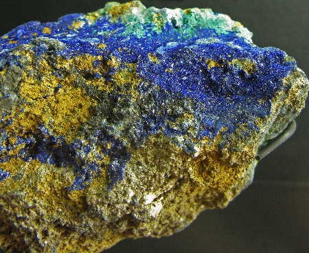 Death_valley_azurite1.jpg